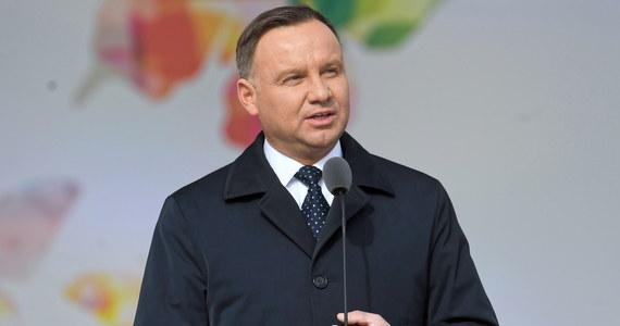 """Nasz przyszłość jest w Unii Europejskiej, taka jest wola Polaków i taka jest polska racja stanu - powiedział w wywiadzie dla """"SE"""" prezydent Andrzej Duda. Podkreślił jednak przy tym, że wspólna Europa nie może być """"wizją narzuconą z góry"""" i musi brać pod uwagę głos Europejczyków."""