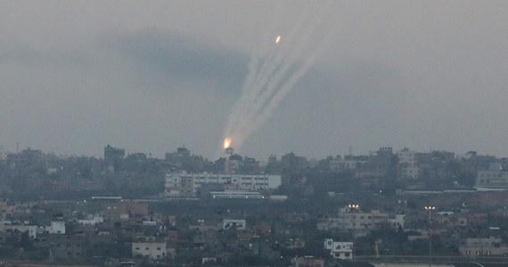 Armia Izraela poinformowała, że zniosła ograniczenia na południu kraju, co - jak pisze agencja AP - sygnalizuje zawarcie rozejmu z palestyńskimi bojownikami w Strefie Gazy w najkrwawszym konflikcie między stronami od czasu wojny z 2014 roku.