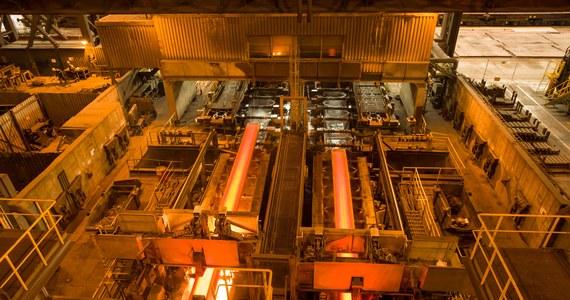 """ArcelorMittal Poland ogłosił, że planuje tymczasowo wstrzymać pracę części surowcowej w krakowskiej hucie, czyli wielkiego pieca i stalowni. Jak zapowiedział prezes spółki Geert Verbeeck, zamknięcie nastąpi we wrześniu i potrwa """"miesiące lub kwartały""""."""