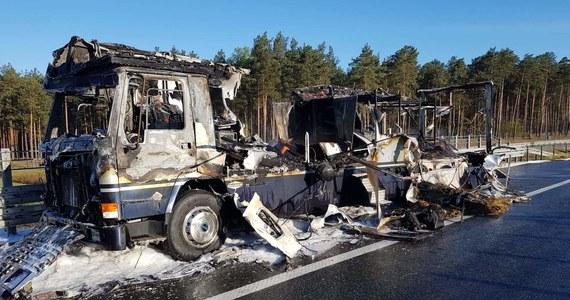 """W pożarze samochodu na autostradzie A1 spłonął koń srebrnej medalistki olimpijskiej Szwedki Sary Algotsson Ostholt. """"To wielka strata dla naszego sportu i osobista tragedia jednej z naszych najlepszych zawodniczek"""" - oświadczyła Szwedzka Federacja Jeździecka."""