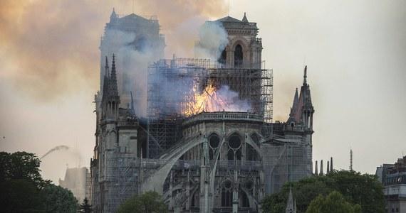 Sześciu francuskich strażaków, którzy brali udział w gaszeniu pożaru katedry Notre Dame w Paryżu, zostało zatrzymanych. Mężczyźni zostali oskarżeni o zbiorowy gwałt na turystce.
