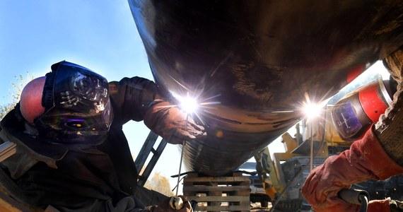 Cztery osoby zostały zatrzymane w związku z zanieczyszczeniem rosyjskiej ropy, płynącej między innymi do Polski - poinformował minister energetyki Federacji Rosyjskiej Aleksandr Nowak. Nasz kraj do odwołania wstrzymał import ropy z Rosji. Na razie korzystamy z rezerw.