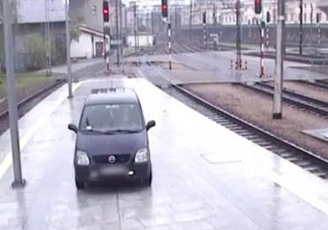 Pijany kierowca wjechał na peron dworca w Krakowie
