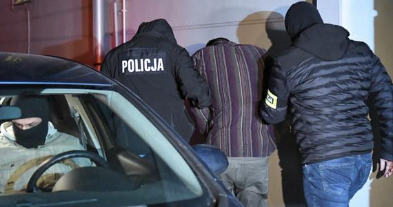 Stefan W., zabójca prezydenta Gdańska Pawła Adamowicza, został we wtorek przewieziony do krakowskiego aresztu śledczego, gdzie zostanie poddany obserwacji sądowo–psychiatrycznej. Planowana jest ona na cztery tygodnie, w razie potrzeby biegli mogą ją jednak przedłużyć.