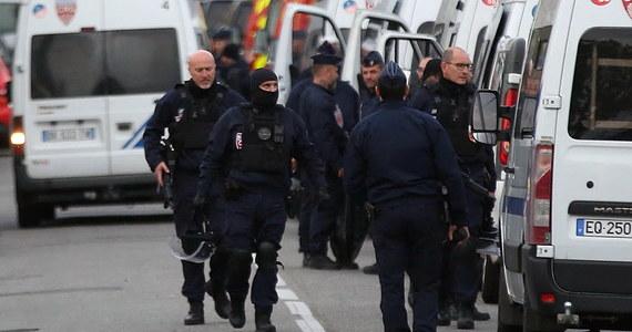 Policja zatrzymała 17-letniego napastnika, który w pobliżu Tuluzy na południu Francji przetrzymywał cztery kobiety - poinformował późnym wieczorem szef francuskiego MSW Christophe Castaner.