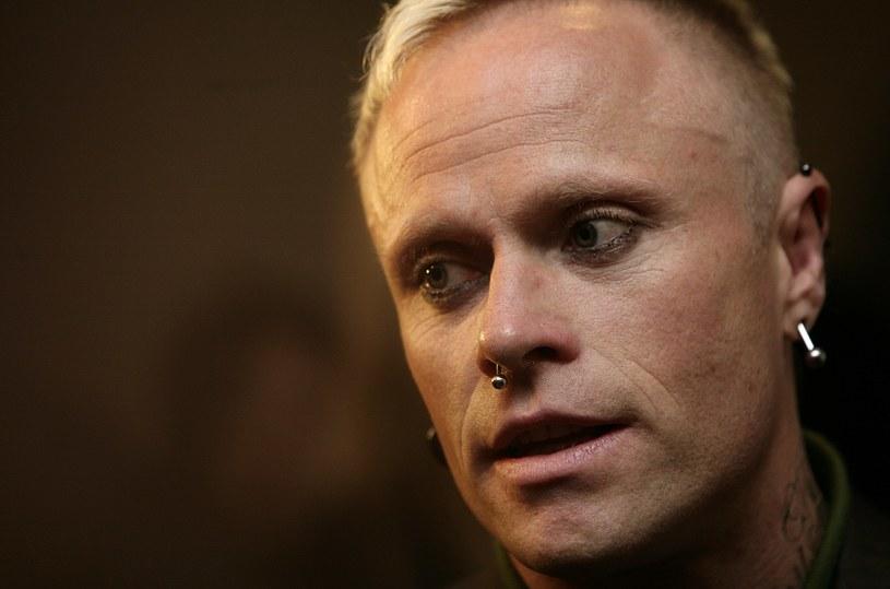 Badający przyczynę śmierci Keitha Flinta z The Prodigy nie byli w stanie ustalić, czy do zgonu doszło w wyniku samobójstwa czy też nieszczęśliwego wypadku. Dochodzenie zamknięto z orzeczeniem otwartym.