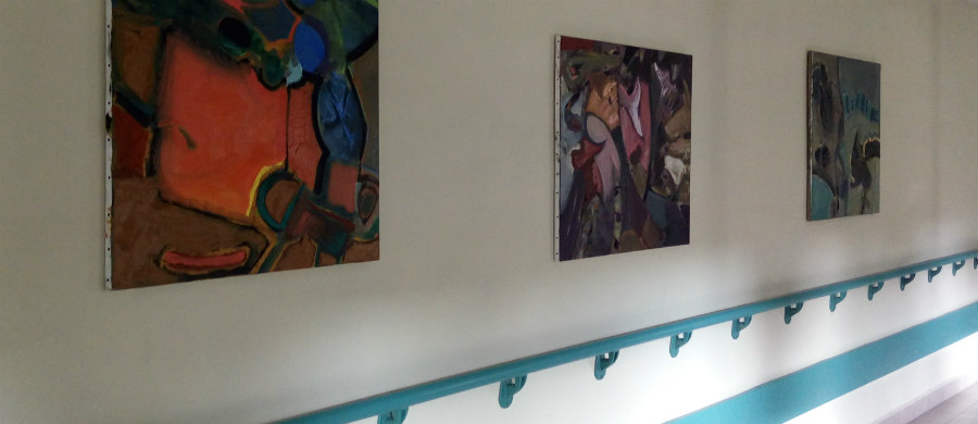"""Sztuka to nie tylko muzea czy galerie – przekonują pomysłodawcy wystawy malarstwa i grafiki """"Sztuka. Na zdrowie"""" w Szpitalu im. Żeromskiego w Krakowie. """"Czasami oczekiwanie np. na wizytę lekarską wypełnione jest naszymi spojrzeniami w poszukiwaniu czegoś na czym można by oko oprzeć"""" – mówi w rozmowie z RMF FM Jan Bosak, autor prac."""