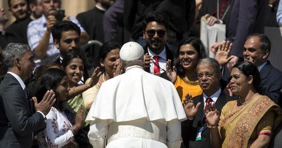 Franciszek ustanowił nowe normy dotyczące walki z pedofilią w Kościele. W opublikowanym w czwartek dokumencie ogłosił procedury w sprawie zgłaszania przypadków molestowania i przemocy seksualnej oraz rozliczania biskupów z ich działań.