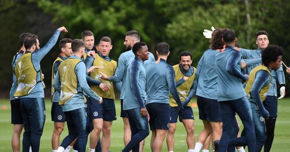 """Wieczorem rewanżowe mecze rozegrają drużyny rywalizujące w półfinale Ligi Europy. Tu także możemy mieć angielski finał – podobnie jak w Lidze Mistrzów. Co więcej o trofeum mogą zagrać dwie londyńskie ekipy: Chelsea i Arsenal. """"The Blues"""" podejmą Eintracht Frankfurt po wyjazdowym remisie 1:1, a """"Kanonierzy"""" będą bronić przewagi nad wygranej 3:1 na własnym stadionie z Valencią."""