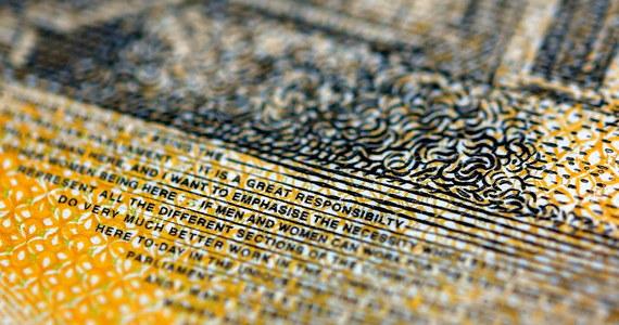 Australijski bank centralny przyznał się do błędu popełnionego na 46 mln banknotów. W mediach społecznościowych australijskie radio Triple M poinformowało, że na banknotach jest literówka.