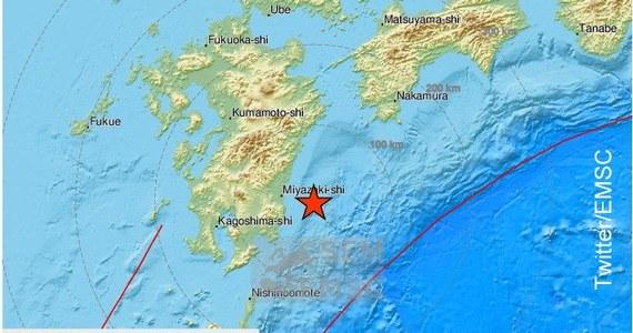 Trzęsienie ziemi o magnitudzie 6,3 nawiedziło w piątek japońską wyspę Kiusiu - podała agencja meteorologiczna. Epicentrum wstrząsów znajdowało się przy brzegu morskim w pobliżu miasta Miyazaki. Nie ma bezpośredniego zagrożenia tsunami - podano w komunikacie.
