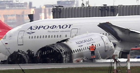 Największa rosyjska linia lotnicza Aerofłot odwołuje rejsy samolotów Suchoj Superjet 100. W niedzielę ten rosyjski samolot awaryjnie lądował na lotnisku Szeremietiewo. W pożarze maszyny zginęło 41 osób.