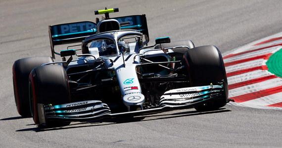 Prowadzący w klasyfikacji generalnej mistrzostw świata Formuły 1 Fin Valtteri Bottas (Mercedes GP) uzyskał najlepsze czasy okrążenia na obu treningach przed niedzielnym wyścigiem o Grand Prix Hiszpanii. Robert Kubica i George Russell z Williamsa  byli najsłabsi.