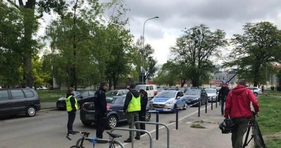 Najbliższe trzy miesiące spędzi w areszcie 35-letni Dawid K., którego wczoraj zatrzymała policja we Wrocławiu. Podczas pościgu padły strzały.