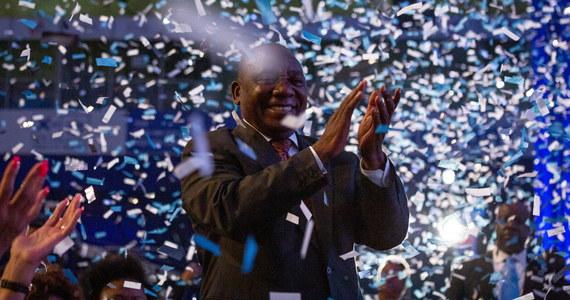 Afrykański Kongres Narodowy (ACN) wygrał wybory i zdobył większość w parlamencie RPA - poinformowała w sobotę tamtejsza komisja wyborcza. Na partię tę w środowych wyborach zagłosowało 57,5 proc. wyborców. Frekwencja wyniosła 65 proc.