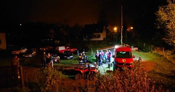 Nie żyje 29-latek, którego od niedzieli wieczorem poszukiwano w rejonie Międzybrodzia Żywieckiego. Rzecznik policji w Żywcu Mirosława Piątek poinformowała, że w poniedziałek rano jego ciało zostało znalezione przy brzegu jeziora.