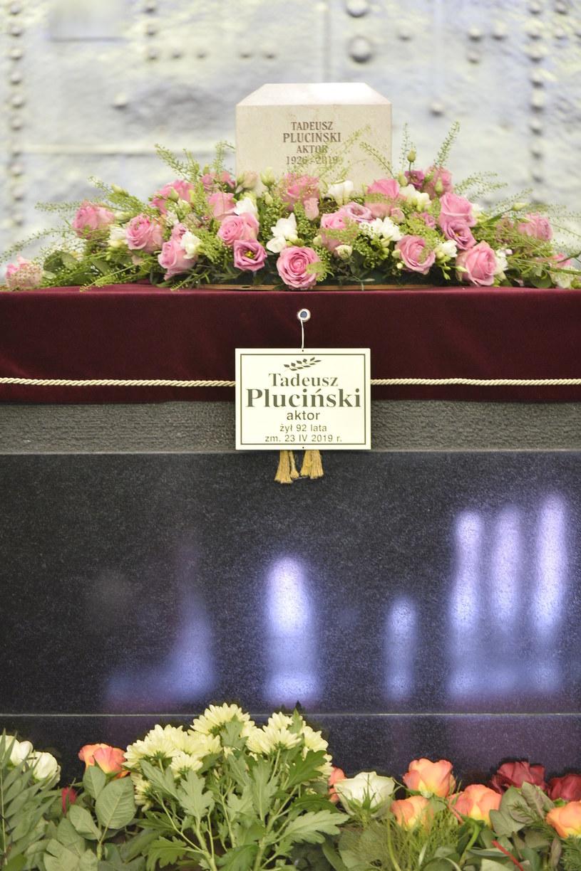 W poniedziałek, 13 maja, odbył się pogrzeb Tadeusza Plucińskiego. Ciało artysty spoczęło na Powązkach. Ceremonia miała charakter państwowy. Uczestniczyli w niej m.in. Teresa Lipowska, Piotr Polk czy Joanna Mrotek.