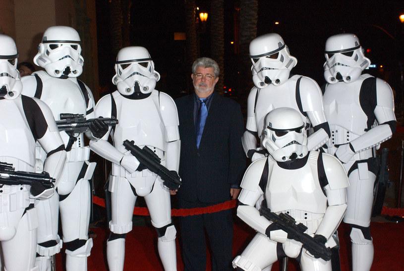 Próbowali uprzykrzyć życie Luke'owi Skywalkerowi i księżniczce Lei, a teraz szturmowcy Imperium zadbają o to, by goście Disney Worldu stosowali się do wytycznych związanych z pandemią koronawirusa. Szturmowcy będą pilnować, aby wizyta w tym parku rozrywki była bezpieczna.