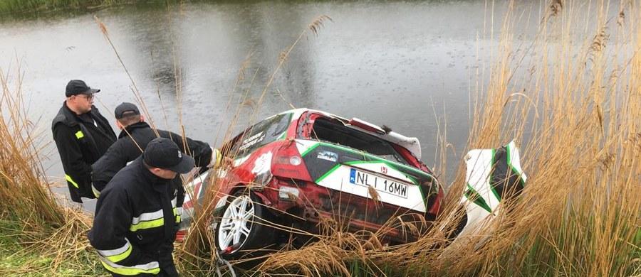 Prokuratura Rejonowa w Pruszczu Gdańskim wszczęła śledztwo w sprawie śmiertelnego wypadku na trasie V Rajdu Żuławskiego. Zawody zostały przerwane po tym, gdy w miejscowości Błotnik auto jednej z załóg wypadło z trasy i wpadło do kanału. Zginął kierowca i jego pilot.