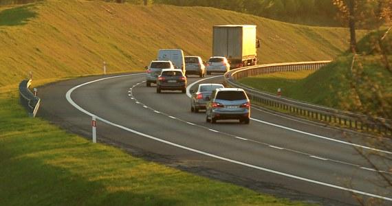 Wnioski złożone, pieniędzy nie ma. Resort finansów wstrzymuje wpłaty środków na utrzymanie i remonty dróg krajowych przebiegających przez miasta. Samorządowcy twierdzą, że to kolejny przykład na szukanie przez rząd oszczędności kosztem gmin i działanie na ich niekorzyść.