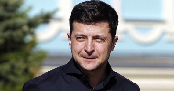 Prezydent elekt Ukrainy Wołodymyr Zełenski został ukarany grzywną za pokazanie dziennikarzom wypełnionej karty do głosowania podczas drugiej tury wyborów prezydenckich, która odbyła się 21 kwietnia.
