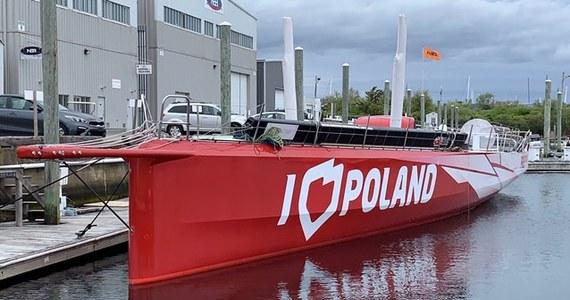 """Miał promować Polskę i brać udział w prestiżowych regatach, tymczasem uszkodzony cumuje w małej marinie na Rhode Island w Stanach Zjednoczonych. Jacht """"I love Poland"""" kupiony za 900 tysięcy euro ma złamany maszt i uszkodzoną burtę."""