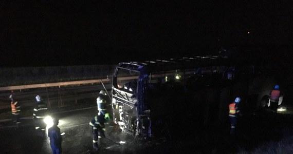 Na autostradzie D46 przed Prościejowem w czeskich Morawach późnym wieczorem zapalił się polski autobus, wiozący dzieci na wycieczkę do Chorwacji. Strażacy przewieźli wszystkich pasażerów do remizy w Prościejowie. Nikomu nic się nie stało, natomiast autobus spłonął. Organizatorzy zrezygnowali z wycieczki i dzieci są w drodze powrotnej do domu.