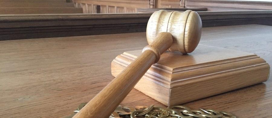 """""""Zarządzenie, jakie wydała dyrektor Sądu Rejonowego w Otwocku, wzbudziło w środowisku pracowników sądów spore kontrowersje"""" - pisze Onet. Do sprawy odniósł się już wiceminister sprawiedliwości Michał Wójcik."""
