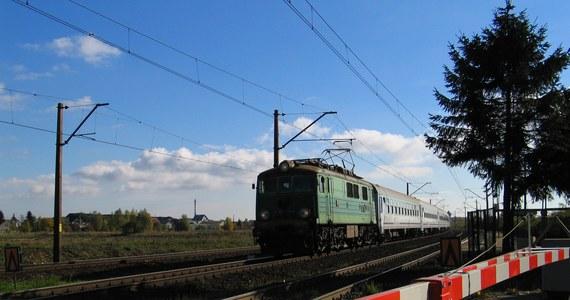 W ciągu trzech minut policjanci zatrzymali trzy samochody przejeżdżające przez tory kolejowe, gdy paliło się czerwone światło ostrzegające o nadjeżdżającym pociągu. Do zatrzymania kierowców doszło przy przejeździe kolejowym na ul. 11 Listopada w Morągu.
