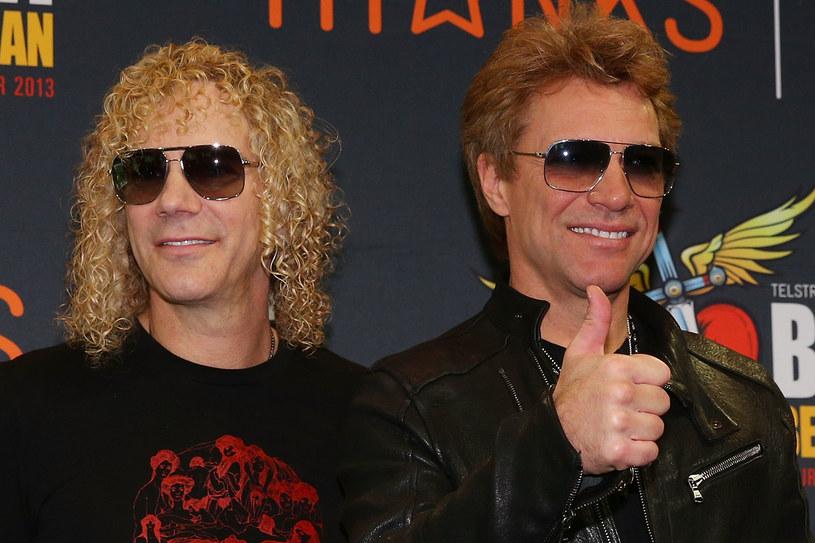 """Ponad 30 lat na scenie, 14 albumów długogrających na koncie, ponad 100 milion sprzedanych na całym świecie płyt i hity, które zna prawie każdy. Zespół Bon Jovi po sześciu latach przerwy ruszył w trasę koncertową """"This House Is Not for Sale"""", w ramach której 12 lipca wystąpi na PGE Narodowym w Warszawie. Przed koncertem rozmawialiśmy z klawiszowcem Davidem Bryanem."""