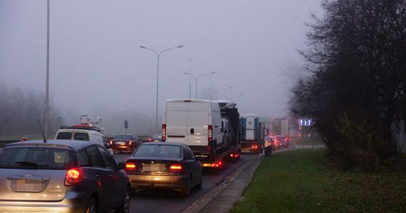 Z olbrzymimi utrudnieniami borykali się we wtorek kierowcy w Katowicach – po kolizji dwóch tirów i zablokowaniu ruchu w tunelu pod rondem im. Ziętka na wielu drogach w mieście utworzyły się długie korki. W całym województwie we wtorek doszło do prawie 200 kolizji. W Katowicach ruch był utrudniony do godziny 21.