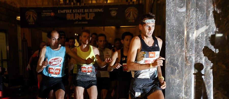 Piotr Łobodziński po raz kolejny wygrał bieg po schodach na nowojorski wieżowiec Empire State Building. Pokonanie 1576 stopni na 86. piętro zajęło Polakowi 10 minut i 5 sekund. To drugie zwycięstwo Polaka w tym biegu.