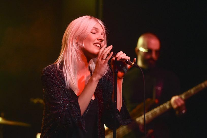 """Daria Zawiałow, po wydaniu kolejnej płyty, nie zwalnia tempa pracy i intensywnie ją promuje, nie pozwalając o sobie zapomnieć. Aktualnie wokalistka zaprezentowała teledysk do trzeciego singla z albumu """"Helsinki"""" - """"Hej Hej!""""."""