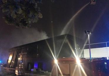 Wrocław: Pożar magazynu motoryzacyjnego