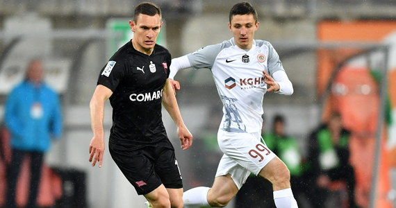 W starciu dwóch zespołów walczących o czwarte miejsce na koniec sezonu dające prawo gry w europejskich pucharach Cracovia pokonała w Lubinie Zagłębie 2:1. Goście gola na wagę trzech punktów zdobyli w 93. minucie.