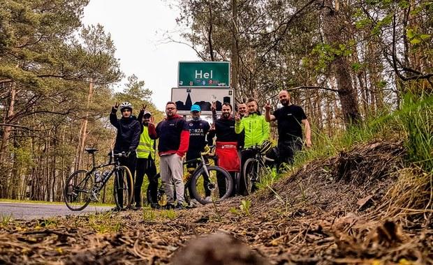 """""""Highway to Hel"""", czyli 800-kilometrowa wyprawa rowerem non stop z Zakopanego do Helu, zakończona. Celem podróży nie była jednak realizacja własnych ambicji, a niesienie pomocy. """"Highway to Hel"""" to wyprawa na rzecz Adasia Cieplińskiego, chorego na bardzo rzadką chorobę genetyczną - tzw. zespół Leigha."""