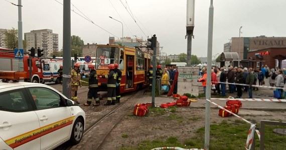 Pięć osób zostało rannych w wypadku tramwaju w Łodzi. Pojazd wypadł z szyn, a następnie uderzył w słup - poinformowała policja. Do wypadku doszło na skrzyżowaniu ul. Zgierskiej i Dolej.