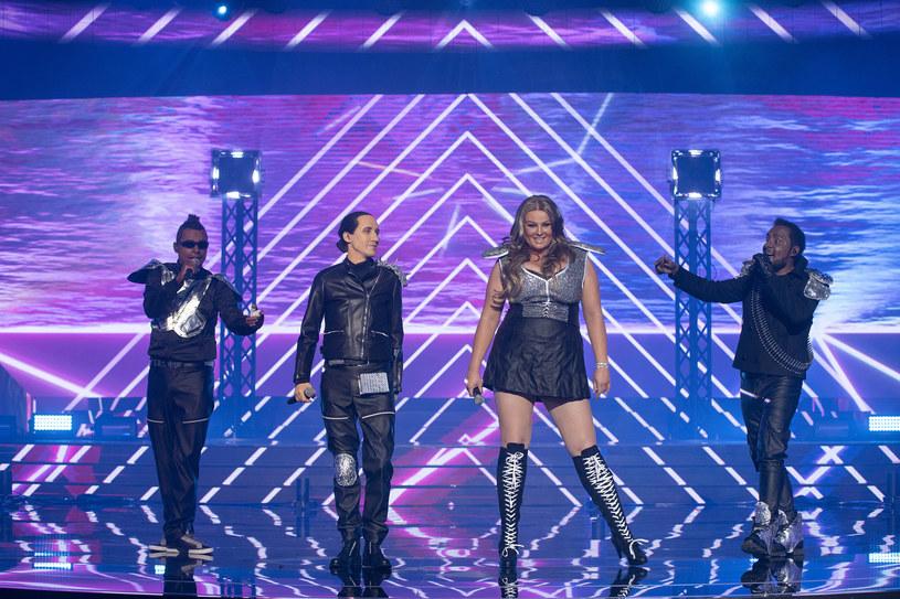 """W sobotę (18 maja) pokazana zostanie finał programu """"Twoja twarz brzmi znajomo"""". Walczący o zwycięstwo uczestnicy razem zaprezentowali się jako zespół Black Eyed Peas."""