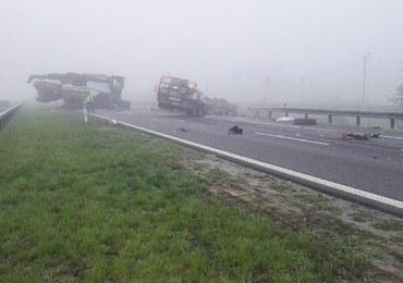 Dolny Śląsk: Zderzenie ciężarówek na S5. Z lawety wypadł kombajn