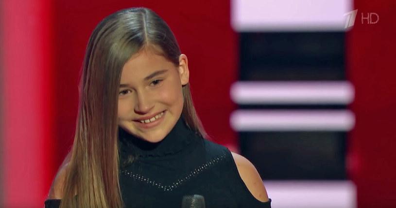 """Do sporej afery doszło w finale rosyjskiego """"The Voice Kids"""", który wygrała Mikella Abramowa. Okazało się bowiem, że wyniki głosowania zostały sfałszowane."""