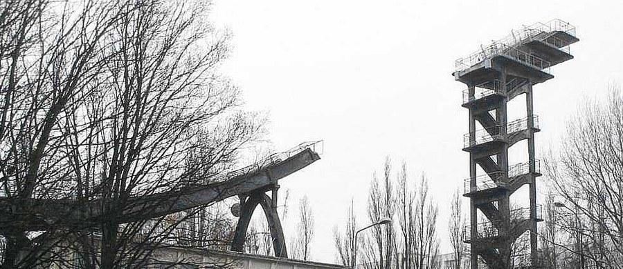 Czterdzieści i pół metra - tyle wynosi oficjalny rekord skoczni narciarskiej na warszawskim Mokotowie. Tereny, na których działał ten sportowy obiekt, to dziś Twoje Niesamowite Miejsce w Faktach RMF FM. Pierwszy skok oddano tam 60 lat temu - w 1959 roku.