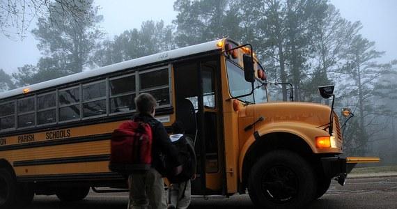 Nauczyciel wychowania fizycznego w liceum Parkrose w Portland uniemożliwił 18-letniemu uczniowi spowodowanie strzelaniny w szkole, obezwładnił go i powalił na ziemię - podała policja w Portland w stanie Oregon. W komunikacie zaznaczono, że broń nie była użyta.