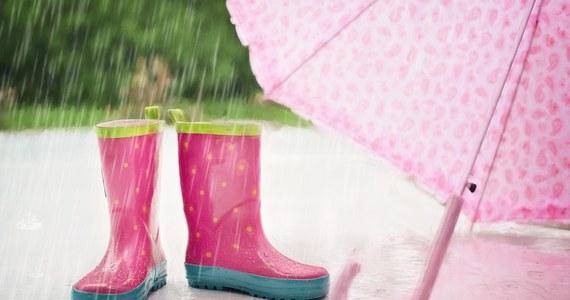 Sobota i niedziela upłyną pod znakiem burz. Przed niebezpiecznymi zjawiskami ostrzega Instytut Meteorologii i Gospodarki Wodnej. W poniedziałek nastąpi zmiana aury. Burze ustaną, a mieszkańcom niemal wszystkich województw przydadzą się parasole.