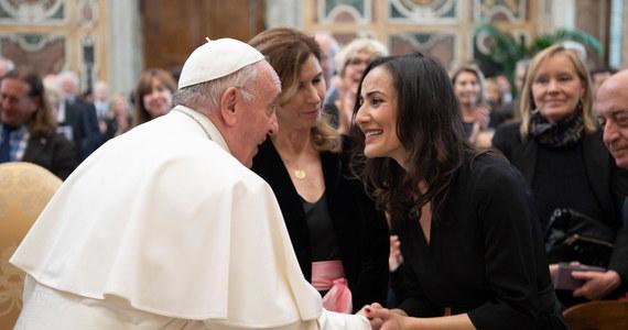 Papież Franciszek powiedział w sobotę dziennikarzom z całego świata, że Kościół ich szanuje, a ich rolę uważa za niezbędną. Apelował o pracę w duchu prawdy i sprawiedliwości.