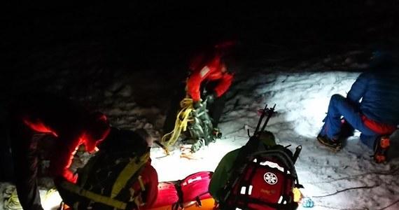 Pracowity weekend mają ratownicy TOPR-u. Tyko wczoraj mieli pięć akcji ratunkowych, w których udzielili pomocy kilkunastu osobom. Cztery razy do lotu podrywał się ratunkowy śmigłowiec. Najczęstszą przyczyną były problemy ze śniegiem, brak umiejętności, bądź odpowiedniego sprzętu.