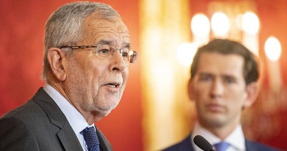 Prezydent Austrii Alexander Van der Bellen powiedział po spotkaniu z kanclerzem Sebastianem Kurzem, że chce, by wymuszone kryzysem rządowym przedterminowe wybory parlamentarne odbyły się w kraju we wrześniu.