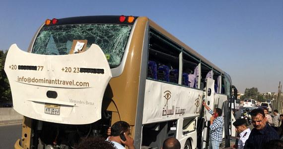 Eksplozja w Egipcie. W pobliżu muzeum obok piramid w Gizie doszło do ataku na autokar turystyczny. Co najmniej 17 osób zostało rannych.