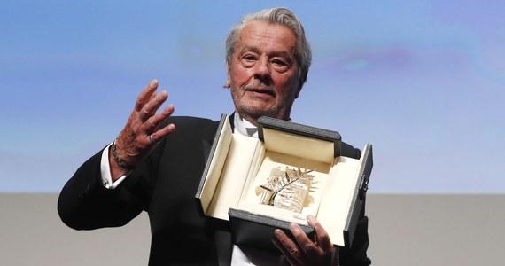 Francuski aktor, producent, reżyser i scenarzysta Alain Delon odebrał Honorową Złotą Palmę za całokształt twórczości. Nagrodę wręczono w trakcie 72. Międzynarodowego Festiwalu Filmowego w Cannes.