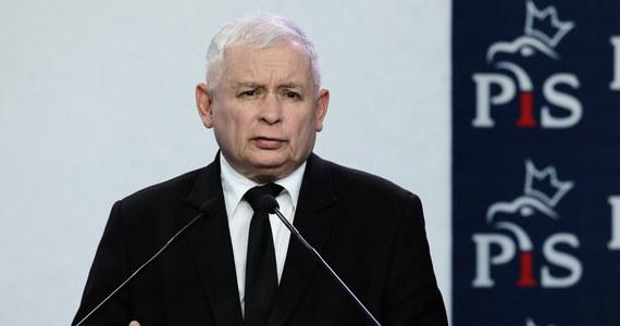 """Stała obecność armii USA w Polsce oznacza ogromne podniesienie poziomu naszego bezpieczeństwa. To jasny sygnał dla Rosji, że naruszenie naszej granicy byłoby dla niej wielce kosztowne. Zbyt kosztowne - powiedział prezes PiS Jarosław Kaczyński w rozmowie z """"Gazetą Polską""""."""