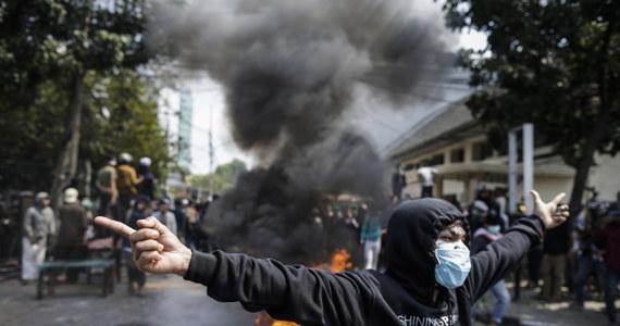 6 osób zginęło, a ok. 200 odniosło obrażenia w zamieszkach w stolicy Indonezji, Dżakarcie - powiadomił gubernator Anies Baswedan. Stało się to po tym, jak komisja wyborcza potwierdziła, że kwietniowe wybory prezydenckie wygrał dotychczasowy szef państwa Joko Widodo.